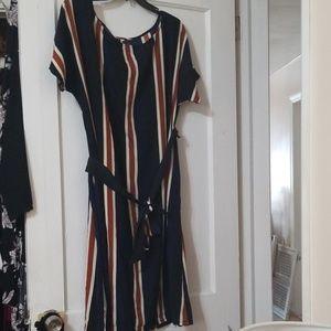 Silky dress with optional belt